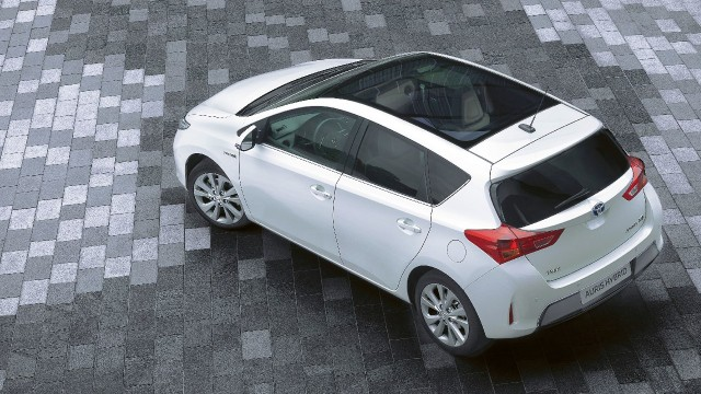 2013 yeni Toyota Auris ve Corolla Türkiye'de kaç lira fiyatla satılacak?